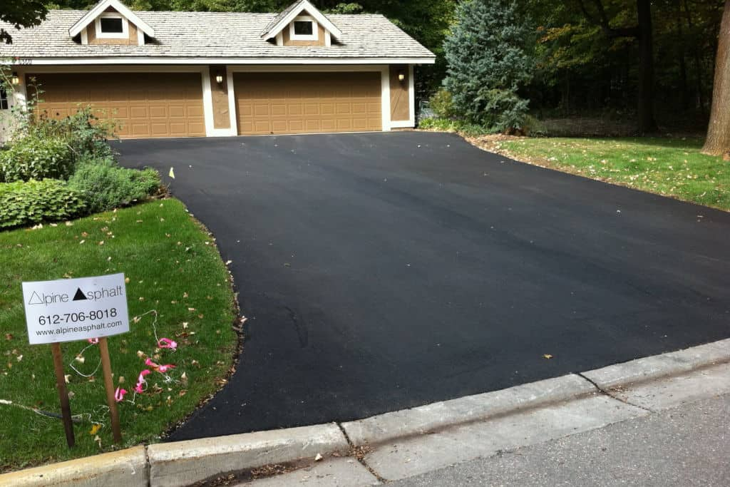 You are currently viewing How Long Does Asphalt Take to Dry? (+ Sealing and Rain)