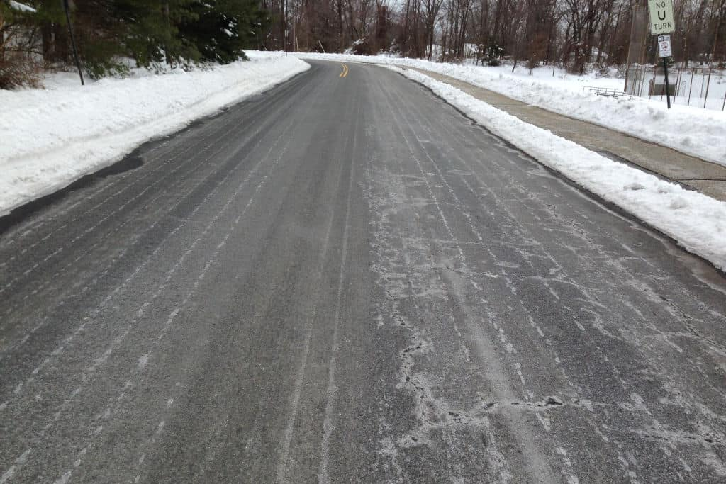You are currently viewing Best Ice Melt Compared (Asphalt, Concrete, Pet Safe, DIY)