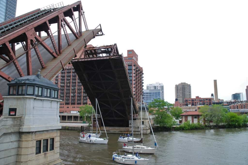 Lake_Street_Bridge_raised_for_sailboats